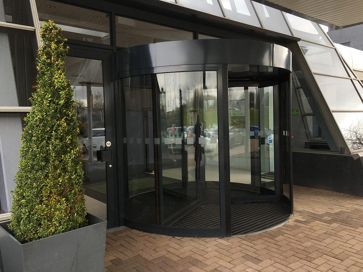 Holiday_Inn_Aberdeen_Revolving-Door & Framed Revolving Doors | EA Group