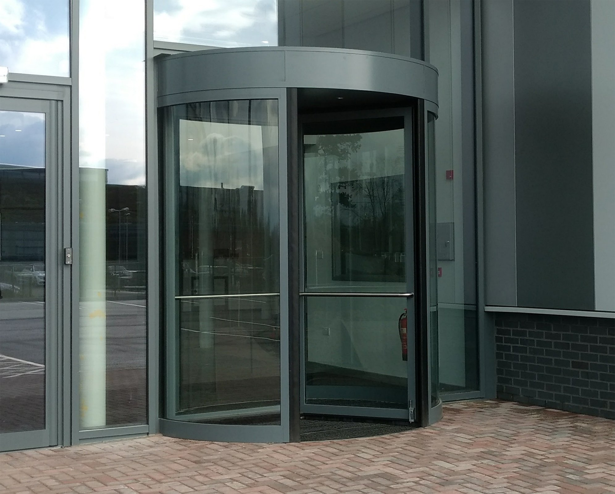 Framed-Revolving-Door_Education & Automatic Revolving Doors | EA Group