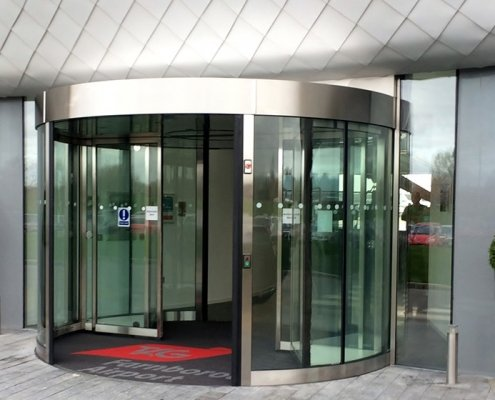 A high capacity revolving doors at an airport terminal building