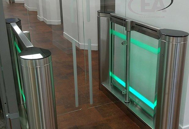High glass barrier security SpeedGate turnstile