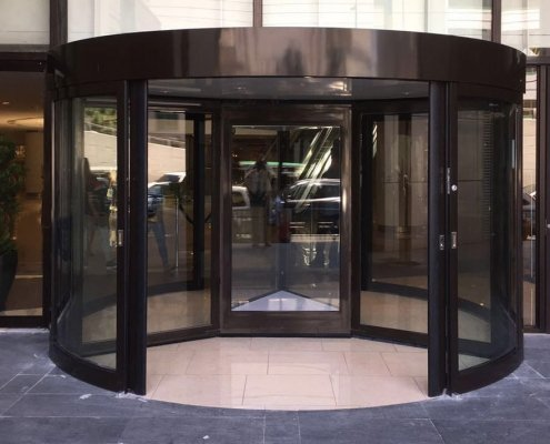 EA High Capacity Revolving Door, 3 Wing at a hotel installation