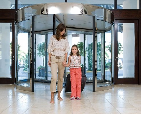 The EA022 people flow revolving door