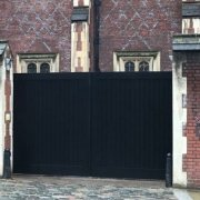 An Automatic Gate supplied an installed by EA to a Grade 2 listed building
